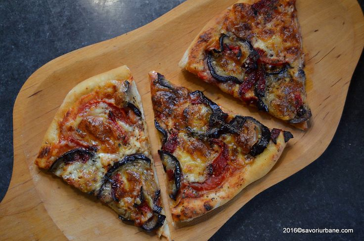 Pizza cu vinete si ardei copt reteta vegetariana Savori Urbane