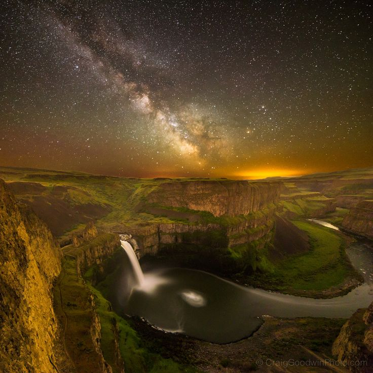 https://flic.kr/p/stWzY1 | Palouse Falls Milky Way version 3 | Here's the 3rd composition of this site from a couple weeks ago with the camera pointed more to the left. There is lots of color noise from the long exposure I'll clean up later.