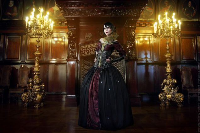 Dragon Age Cosplay Is Very,Very Fancy. [ Holy crap, that Morrigan. Good work! ]