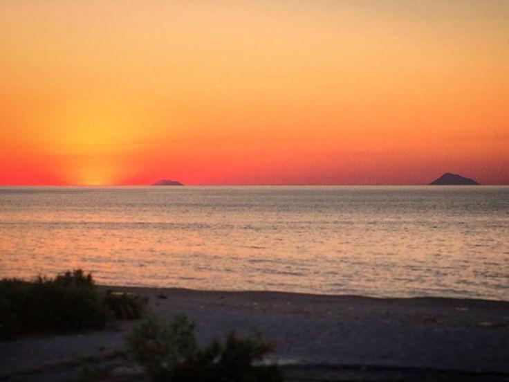 Sonnenuntergang über den Äolischen Inseln. Wählen Sie jetzt Ihre Ferienwohnung in Sizilien am Meer. http://ferienhaussizilien.de/sizilien/ferienwohnung  #Sonnenuntergang #Meer #äolischeinseln #liparischeinseln #Urlaub #Ferien #Sizilien #Italien #Strand #Ferienwohnung #sunset #sea #eolianislands #sicily #italy #beach #vacation #holiday #holidays #holidayapartment #holidayapartments #tramonto #spiaggia #isoleeolie #sicilia #vacanze #vacanza #ferie #mare #casavacanze #italia