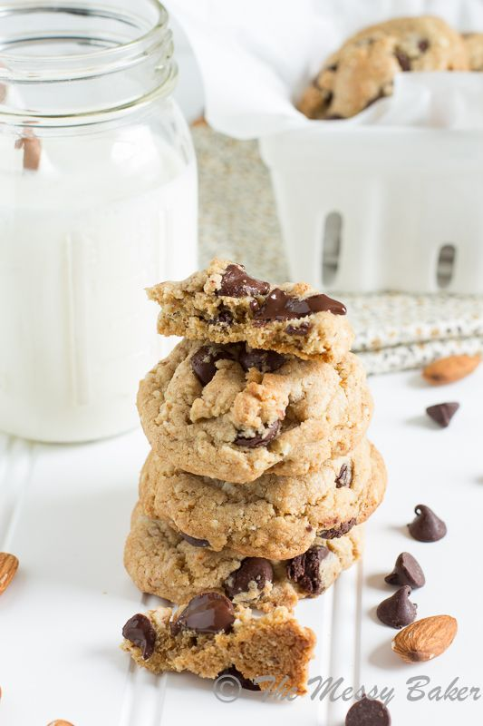Healthier Choco Chip Cookies: A skinny version of the classic chocolate chip cookie | www.themessybakerblog.com