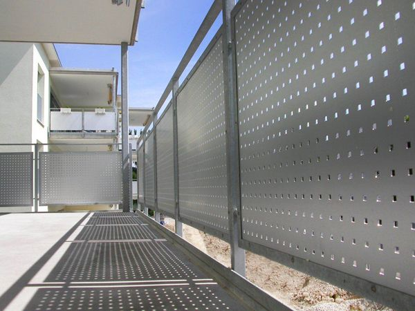 Lochblech Geländer Quadratlochung Balkon geländer design