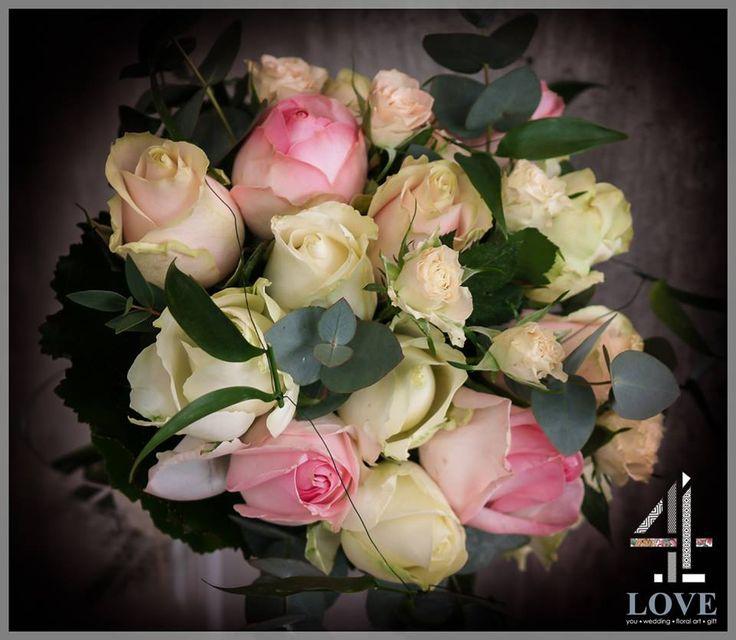 #Νυφική #Ανθοδέσμη με φύλλα ευκαλύπτου, λευκά, ιβουάρ και δίχρωμα ροζ #τριαντάφυλλα - Floral Artist Ντίνος Μαβίδης & Concept Stylist Μάνθα Μάντζιου