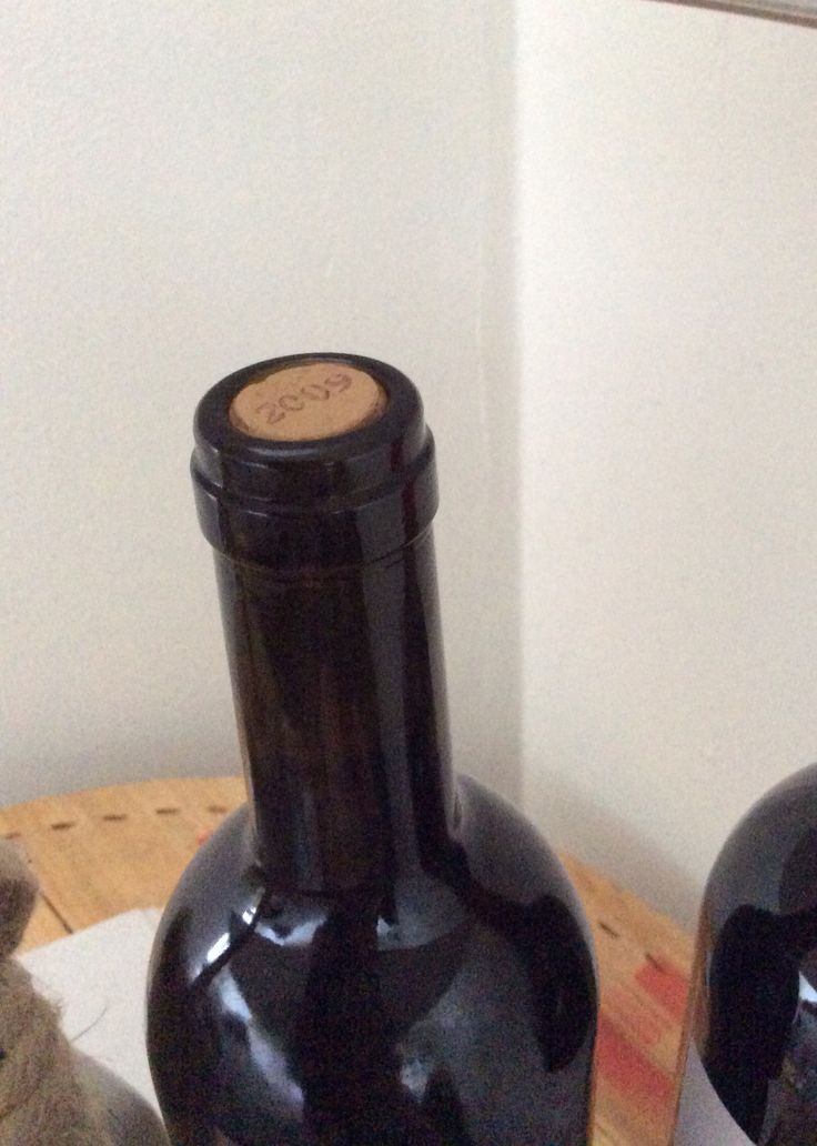 Бутылка и пробка