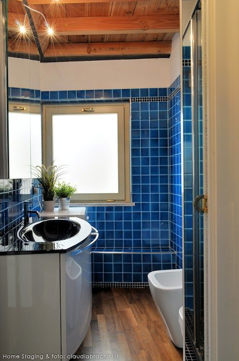 BAGNO TURCHESE PARQUET BLU turquoise blue bathroom