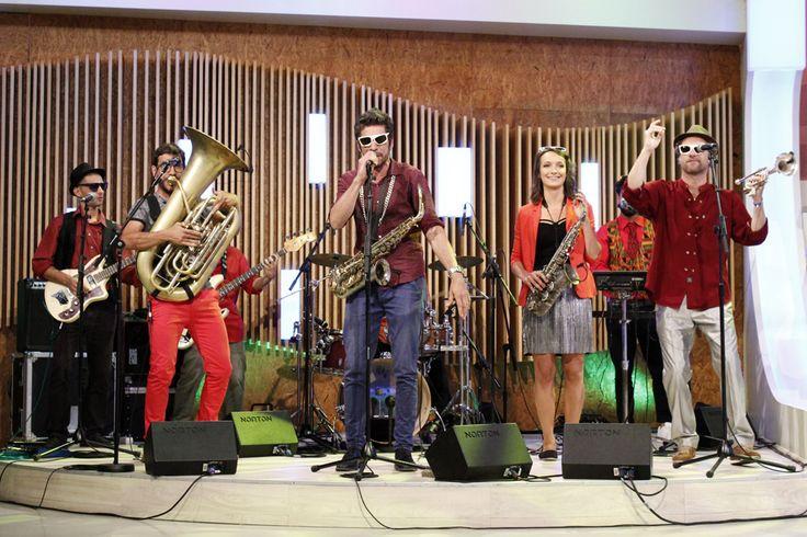 "With Kumpania Algazarra, at the Portuguese TV show ""Agora Nós""."