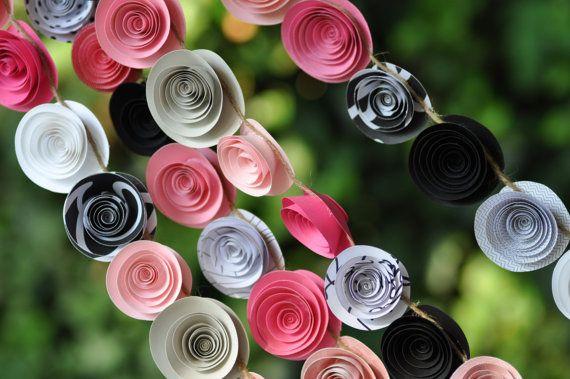 He encontrado este interesante anuncio de Etsy en https://www.etsy.com/es/listing/164506563/wedding-garland-paper-flowers-pink-and