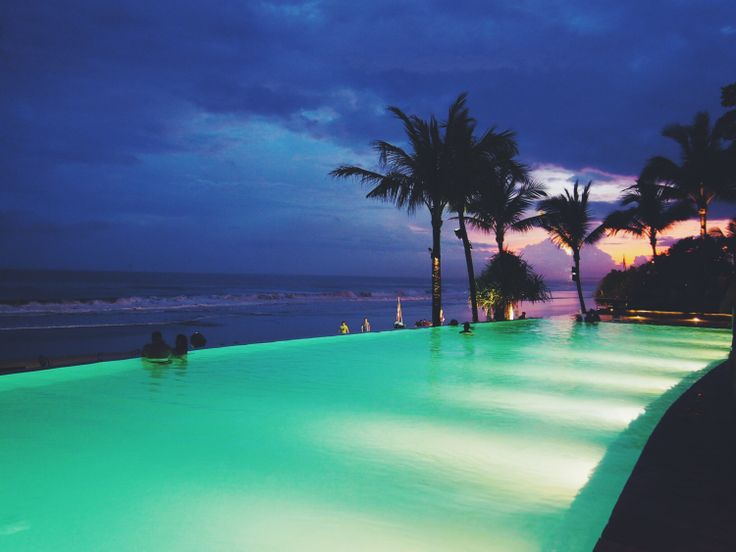 Potato Head Beach Club, Seminyak, Bali | http://wander-full.com/2014/06/19/sunset-is-still-my-favourite-colour/