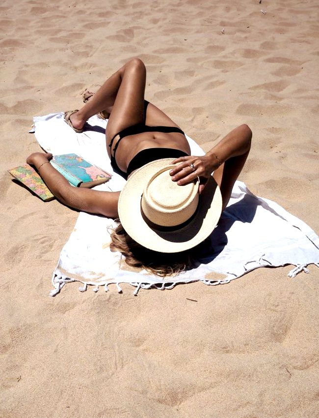 Wanted : un bikini réglisse (maillot de bain Calvin Klein - photo Fashion Me…