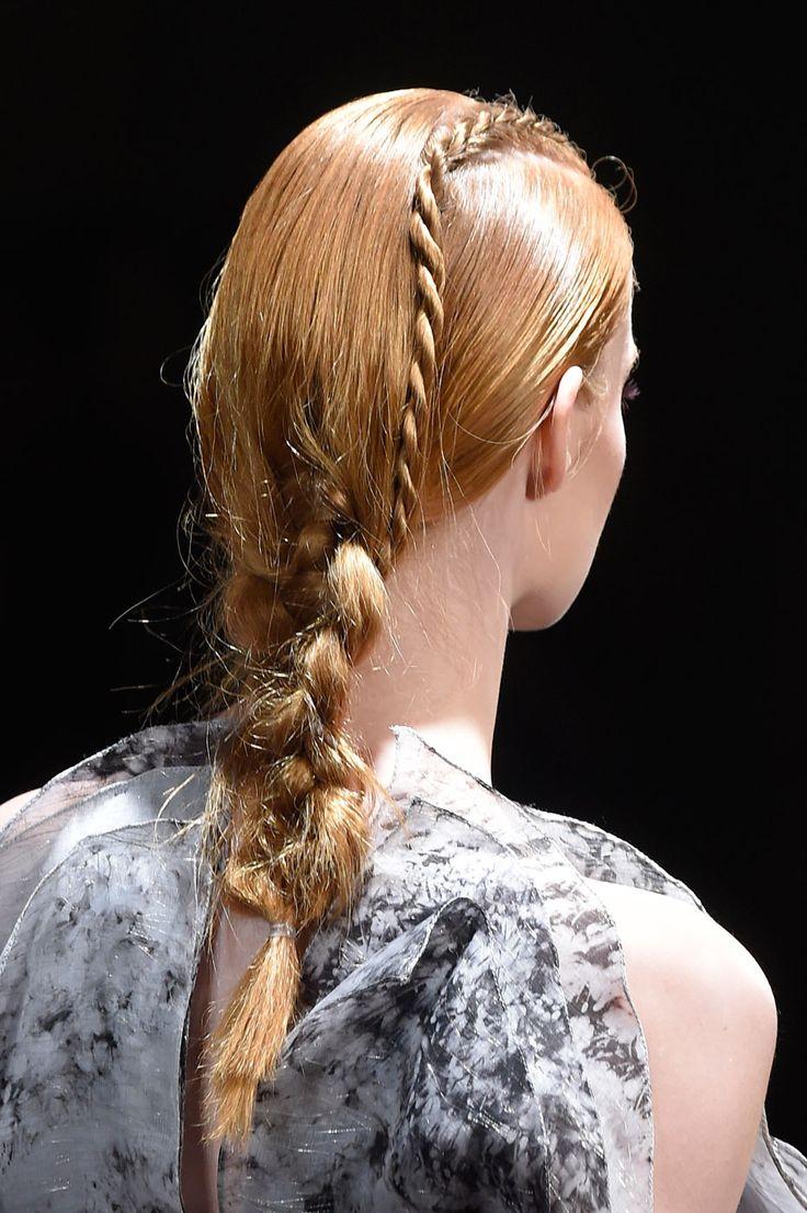Una variante dello stesso hairlook che dona ai capelli chiari, biondi e ramati.  -cosmopolitan.it