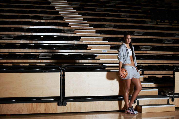 Liz Cambage se expresa sobre la depresión que padece Seguir a @elecapo87 Seguir a @Basketfem Hace cuatro años que Liz Cambage entró en la historia del baloncesto femenino al convertirse en la prime…