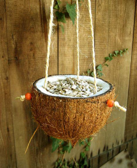 La mangeoire des oiseaux, un bricolage facile à faire avec les ...