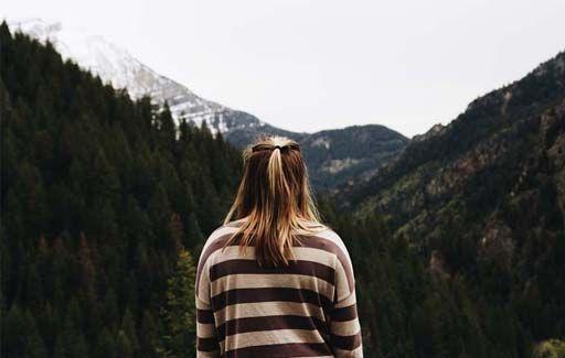 12 signes (cachés) de manque de confiance en soi.  Le manque de confiance en soi peut être un animal très subtil. En certaines occasions, il nous saute aux yeux. Souvent, il se dissimule dans nos comportements inconscients. En s'intégrant à notre personnalité, on finit par s'identifier à lui et à vivre avec cet handicap. Détecter les signes qui trahissent cette insécurité est l'une des...