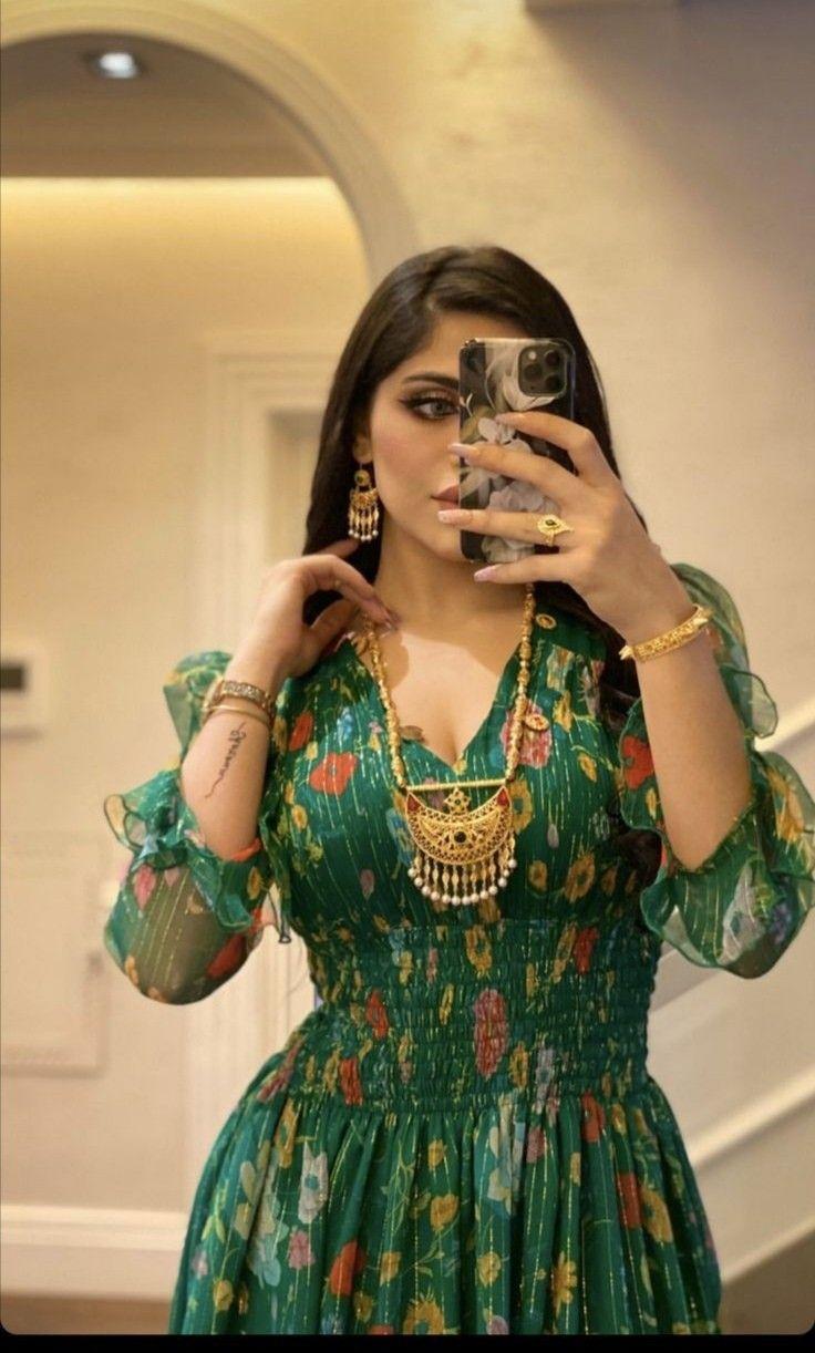 Pin By Sana Mustafa On رﭜي ة Classy Dress Outfits Muslim Fashion Outfits Stylish Dresses
