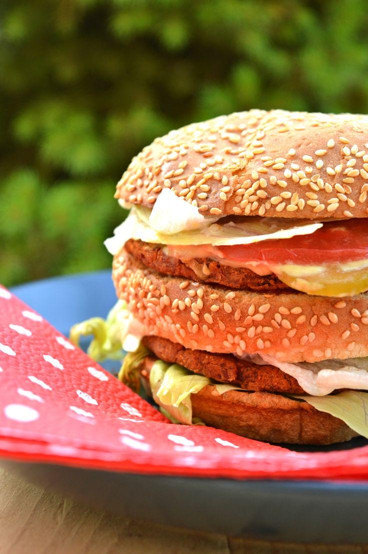 Na fast foody też czasem przychodzi chęć. Wiedz, że w bardzo łatwy i szybki sposób możesz przygotować swojego ulubionego fast fooda. Hamburgery lubi każdy :) Ten jest całkowicie w roślinnej wersji.…