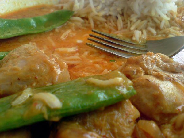 pollo thai alla pasta di curry rosso: la ricetta