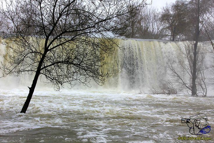 Por esta cascada siento una especie de atracción; en cuanto pienso que puede bajar con mucha agua, allá que me voy y este domingo desde luego que no me he equivocado.
