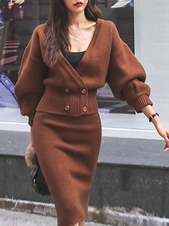 gorgeous winter outfit idea / sweater + black top + brown pencil skirt