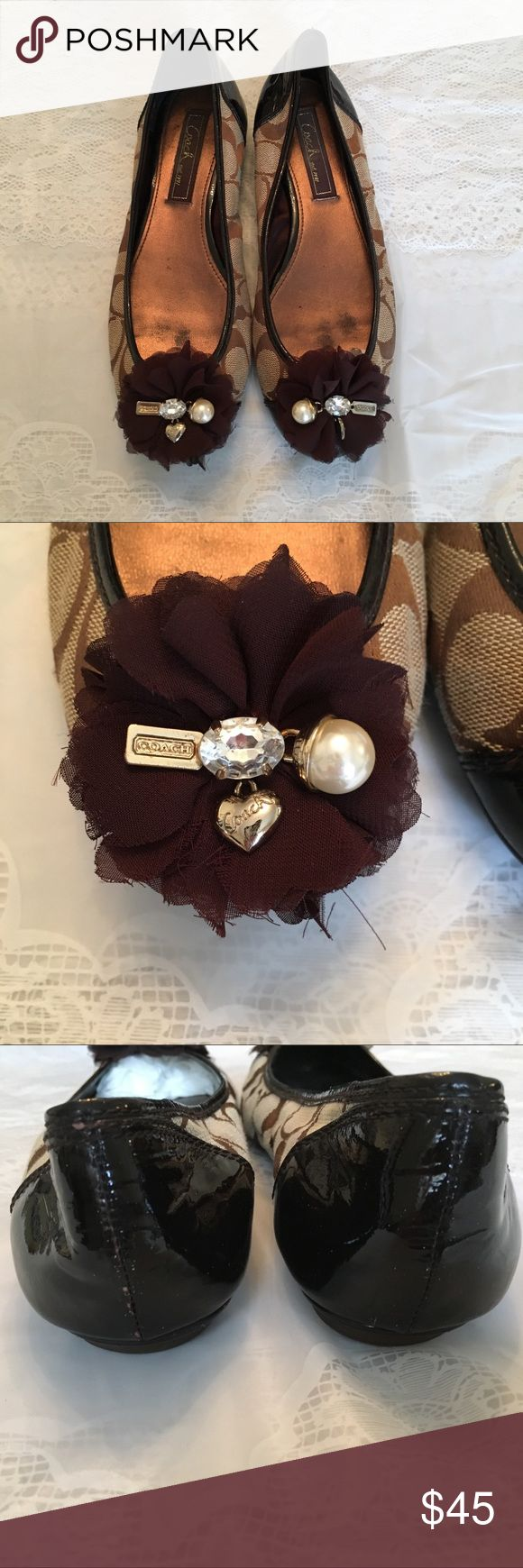 ✨🔅COACH flats🔅✨ Authentic Coach Footwear ✨Flats✨ Size: 7 Condition: Great, worn 3-4 times (no stains and no pulling of fabric, in pic there are a few little chips of the patent on the heel. Reasonable offers accepted, thanks for looking💋 Coach Shoes Flats & Loafers