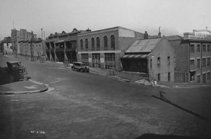 Froghollow ~ Between Riley,Ann and Albion Streets,Surry Hills in Sydney in 1928. Shows houses and Lamson Paragon Printing Work. •City of Sydney Archives•