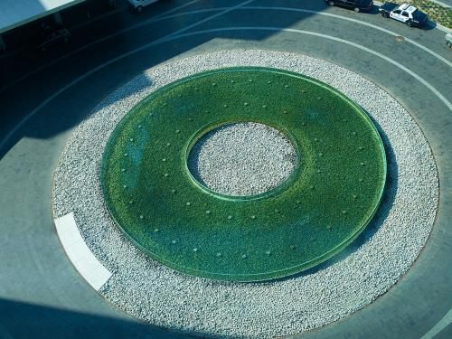 Cleveland Clinic The feature uses R-Cast® acrylic for the inside and outside circles of the infinity-edge pool. In this feature, water gently flows over the top edges on the outside and inside of the donut into a catch basin at the base of the fountain.