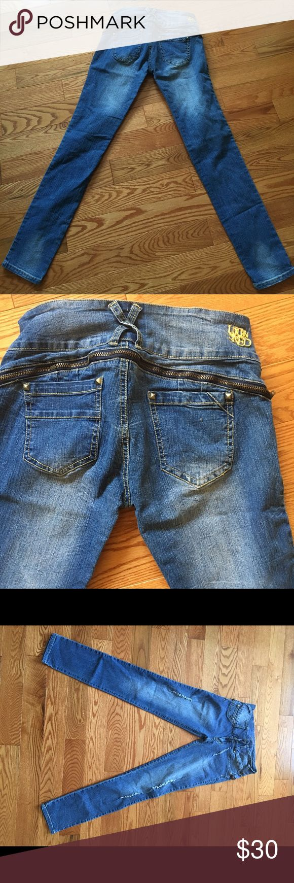 Original Colombian women jeans forms the butt Original Colombian women jeans forms the butt automatically  Colombian size 10 - us size 28 Brand new  Before $100 now $30 Columbian Jeans Straight Leg