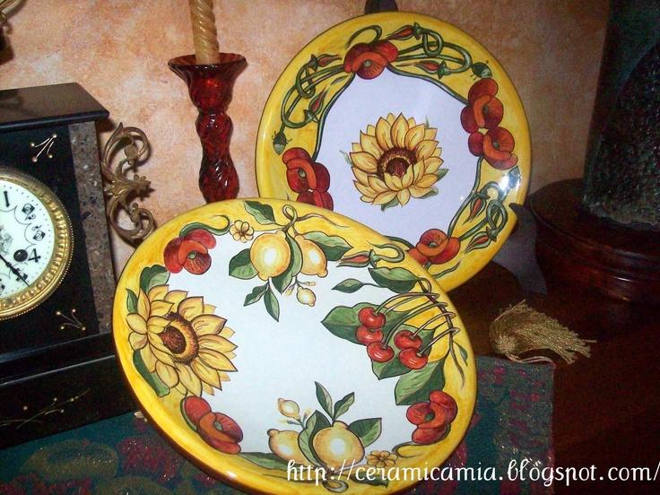 Platters of hand-painted ceramic. Piatti di portata dipinti a mano #Majolica #Italy http://ceramicamia.blogspot.it/2011/03/piatti-di-portata-in-maiolica-dipinti.html