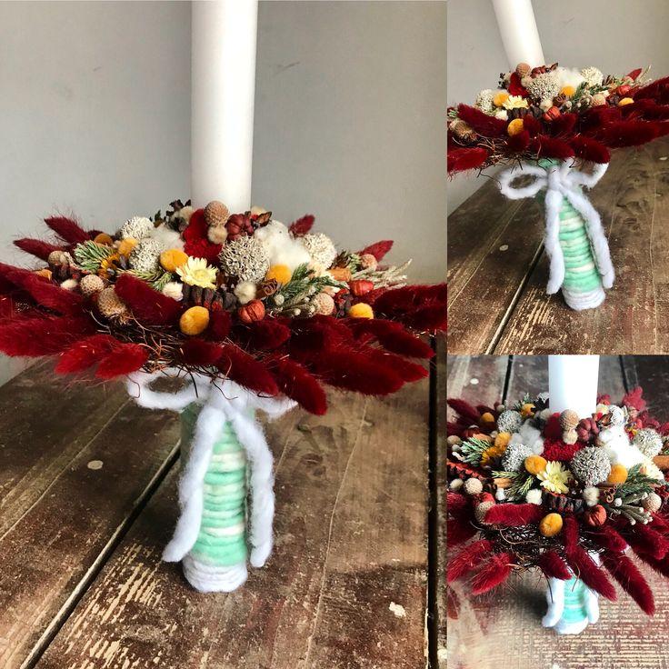 Lumânare de botez cu flori uscate și lână concept și realizare Alexandra Crișan | Aleksandra- atelier floristic #wool #flowers #christening #candle #baptism #babygirl #burgundy