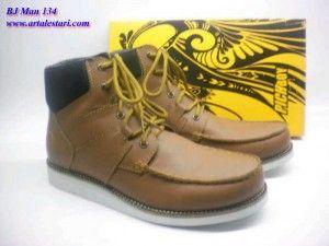 Sepatu Boots Pria Koleksi Sepatu Boots Pria. Update koleksi sepatu boots baru kami.  Contact kami : SMS Center : 081315979176 / 085725396070 BB Messenger : 22335085