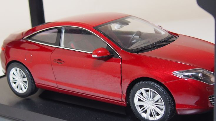 Renault Clio Laguna coupe by norev 1:18 scale boxed
