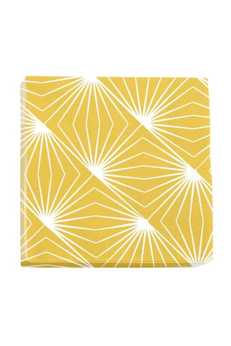 Бумажные салфетки: Трехслойные бумажные салфетки. 20 штук. Размер 33x33 см.