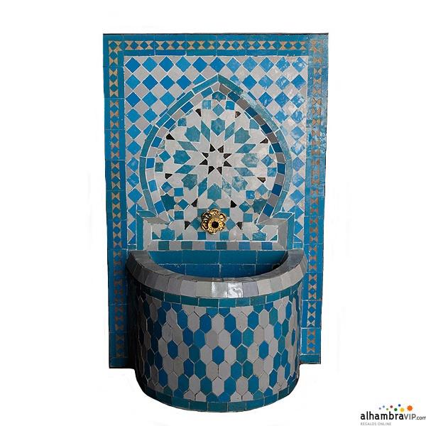 Fuente de agua mosaico celeste