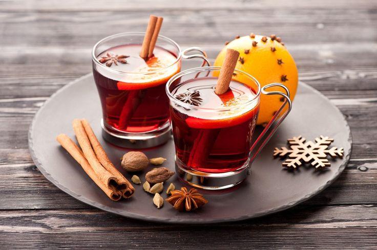 Спешим представить ещё один набор для приготовления глинтвейна от семейного предприятия «Николаев и сыновья» http://shop.nsons.ru/catalog/accessories/mulled-sauk/. В состав набора «Саук-Дере» входит столовое сухое красное и белое вино «Саук-Дере», набор специй, мёд «Разнотравье Лефкадии». Это отличный подарок как себе, так и тому, кто вам дорог и любим.