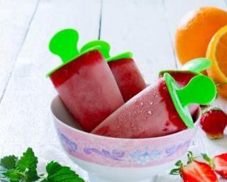 Glaces à l'eau ultra-light fraise et orange : http://www.fourchette-et-bikini.fr/recettes/recettes-minceur/glaces-leau-ultra-light-fraise-et-orange.html