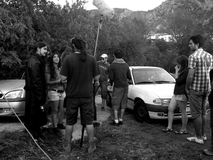 """Preparando la escena en que los coches llegan al escenario del rodaje de """"Camping"""""""