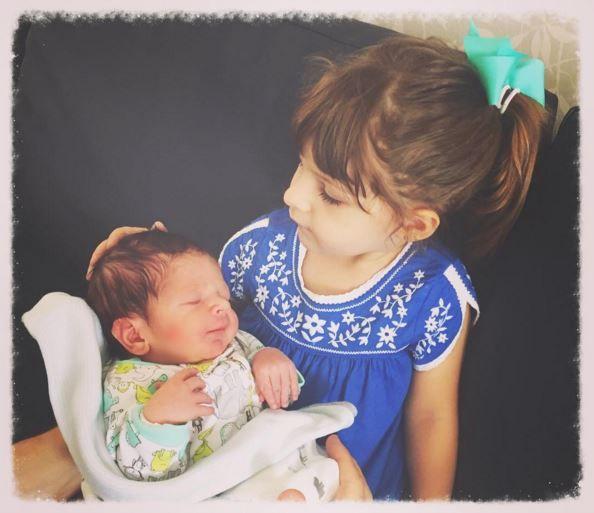 Apresentadora Sarah Oliveira dá à luz seu segundo filho, Martin #Apresentadora, #Filha, #Instagram, #Luz, #SegundoFilho http://popzone.tv/2015/12/apresentadora-sarah-oliveira-da-a-luz-seu-segundo-filho-martin.html