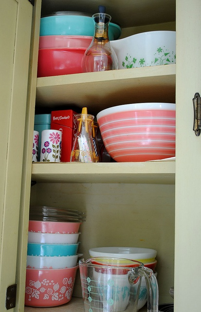 I do so love Pyrex! And Pfaltzgraff...well actually I love ANY bowls, casserole or baking dishes