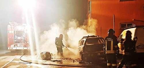 Liguria: #Lavagna nuovo #incendio di auto e scooter nella notte | (link: http://ift.tt/2nVvxa5 )