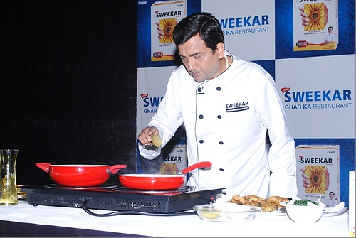 Cargill re-launches `Sweekar' with Unique Blend of High Oleic Sunflower Oil for Improved Heart Health . Sweekar provides 12 exclusive recipes from Sanjeev Kapoor