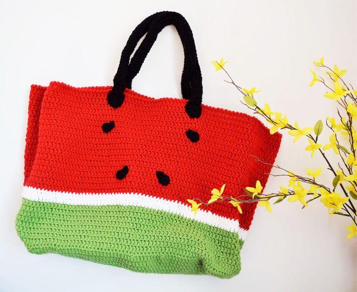 Watermelon melon \ beach bag \ sac melon deau \ sac de plage par RebChicKnit sur Etsy https://www.etsy.com/ca-fr/listing/277713922/watermelon-melon-beach-bag-sac-melon