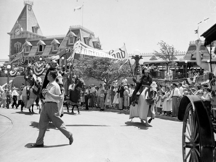 Best Disneyland In The Early Days Images On Pinterest - 18 amazing rare colour photos disneyland 1955