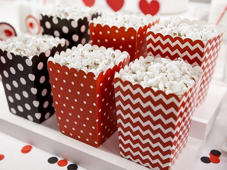 Pudełka na popcorn Biedronki. Możesz je wykorzystać na cukierki, chipsy, ciastka i co tylko chcesz :)