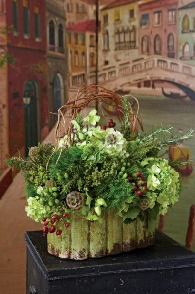 Venice mural frames an elegant holiday bouquet...