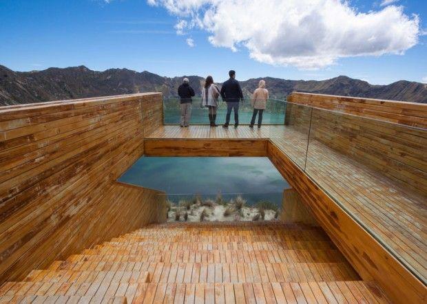 Cette plateforme d'observation en bois est signée des architectes Javier Mera, Jorge Andrade et Daniel Moreno. Elle se trouve à trois kilomètres au-dessus du lac Quilotoa situé à l'intérieur d'un volcan actif dans les Andes équatoriennes.  Positionné à 3974m au dessus du niveau de la mer, la haute altitude de Quilotoa offre aux touristes deux points de vue différents sur l'eau turquoise.
