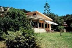 Torre delle Stelle - costa sud-orientale - villa in posizione esclusiva fronte spiaggia - grande giardino e campo tennis