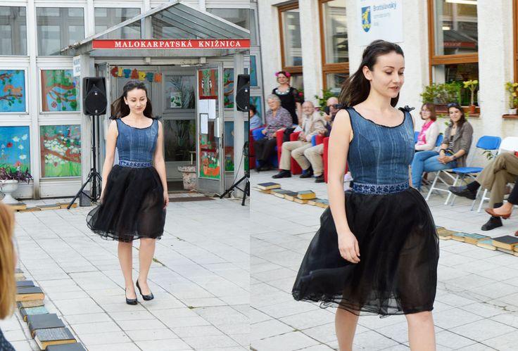 from #fashionshow in #library #ihlow ihlowsk #slowfashion #upcycilng #recycled #fashion #withneedle #dress  More: http://byfoxygreen.blogspot.sk/2016/07/sk-uz-som-vam-toho-o-tejto-prehliadke.html