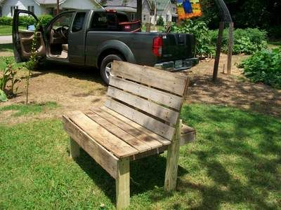 DIY Pallet Bench - nice Idea. Painted white and with a pretty pillow would make it even better! #garden