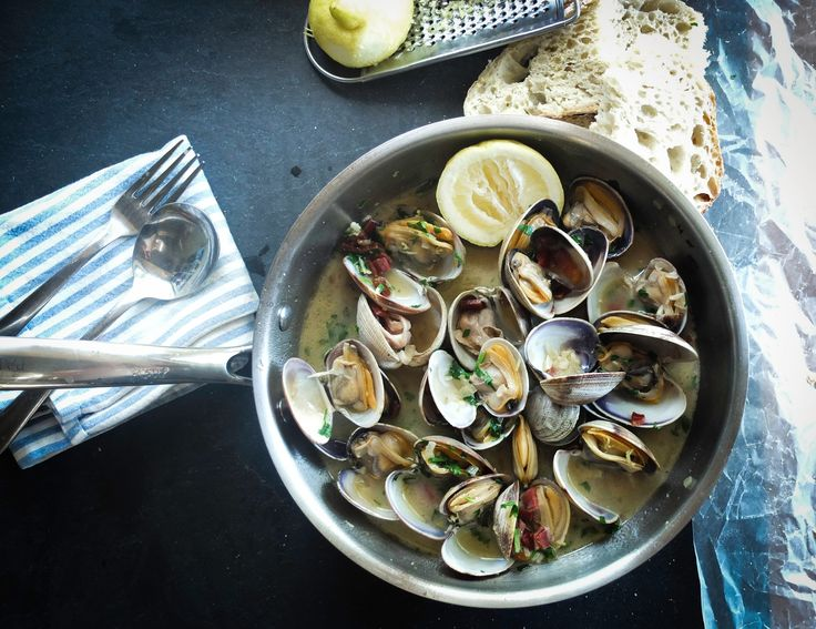 ImprimerLe Portugal, l'un des plus vieux pays sur terre, possède une histoire unique qui s'étend sur plus de 800 années. Il a subi de nombreuses influences, d'où la richesse de sa gastronomie et la qualité de ses vins. Conquis par de nombreuses civilisations, bordé par l'océan Atlantique et influencé par les traditions méditerranéennes, le Portugal…