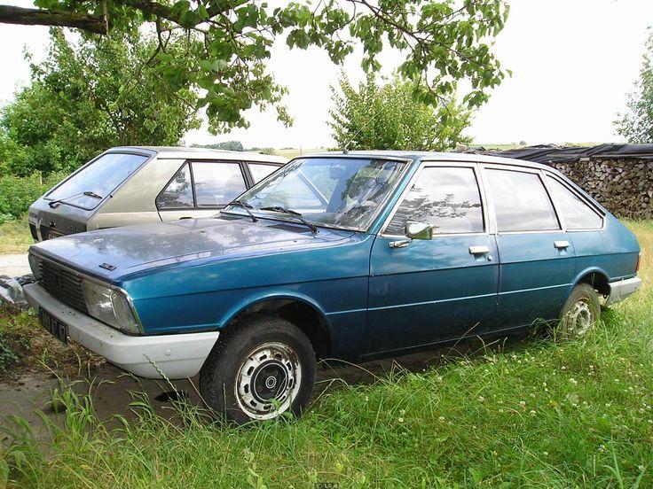 8e car Simca chrysler  1308. Deze 8e , ook blauw  , daarin  hebben we wat van de bruine 1307 over moeten zetten . Mee verhuisd... kon een heel dressoir  in liggen .