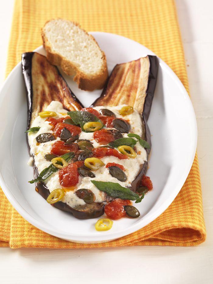 Gegrillte Auberginenscheiben   Tahin und Olivenöl unterstützen mit ungesättigten Fettsäuren die Nerven- und Gehirnfunktionen.